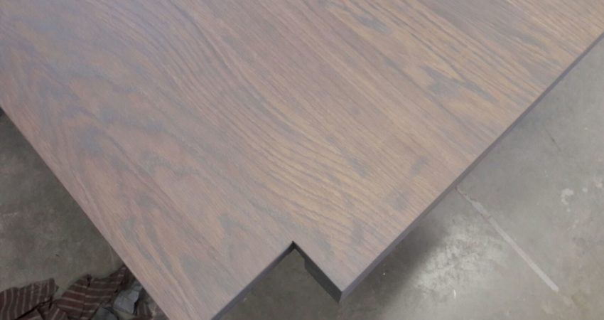 zwaar eiken tafel renovatie , een tafel die weer als nieuw is ! spuiterij friesland