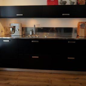 Keukenrenovatie Heerenveen mat zwart